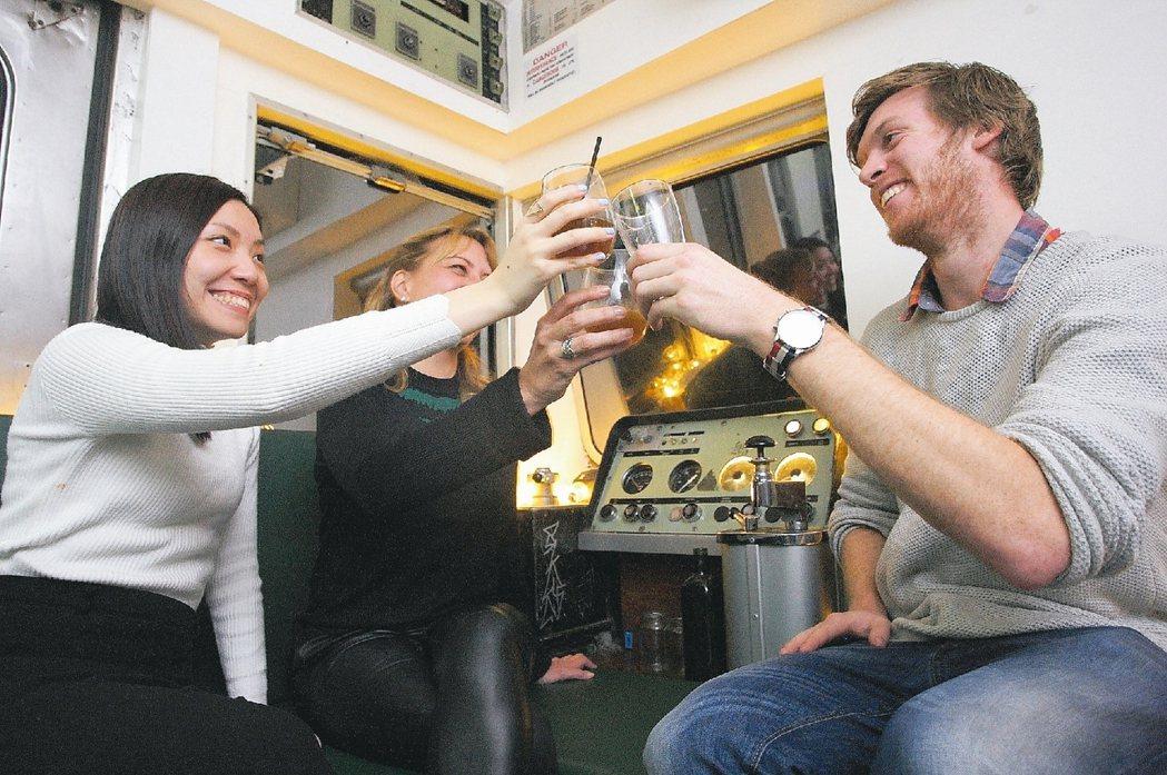 許多墨爾本人喜歡小酌一番,讓當地有許多特色酒吧。 ※ 提醒您:禁止酒駕 飲酒過...