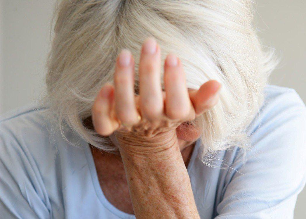 新北市一名81歲老婦求助,傳有消防員氣憤社工棄之不顧,社會局調通報音檔發現並非如...