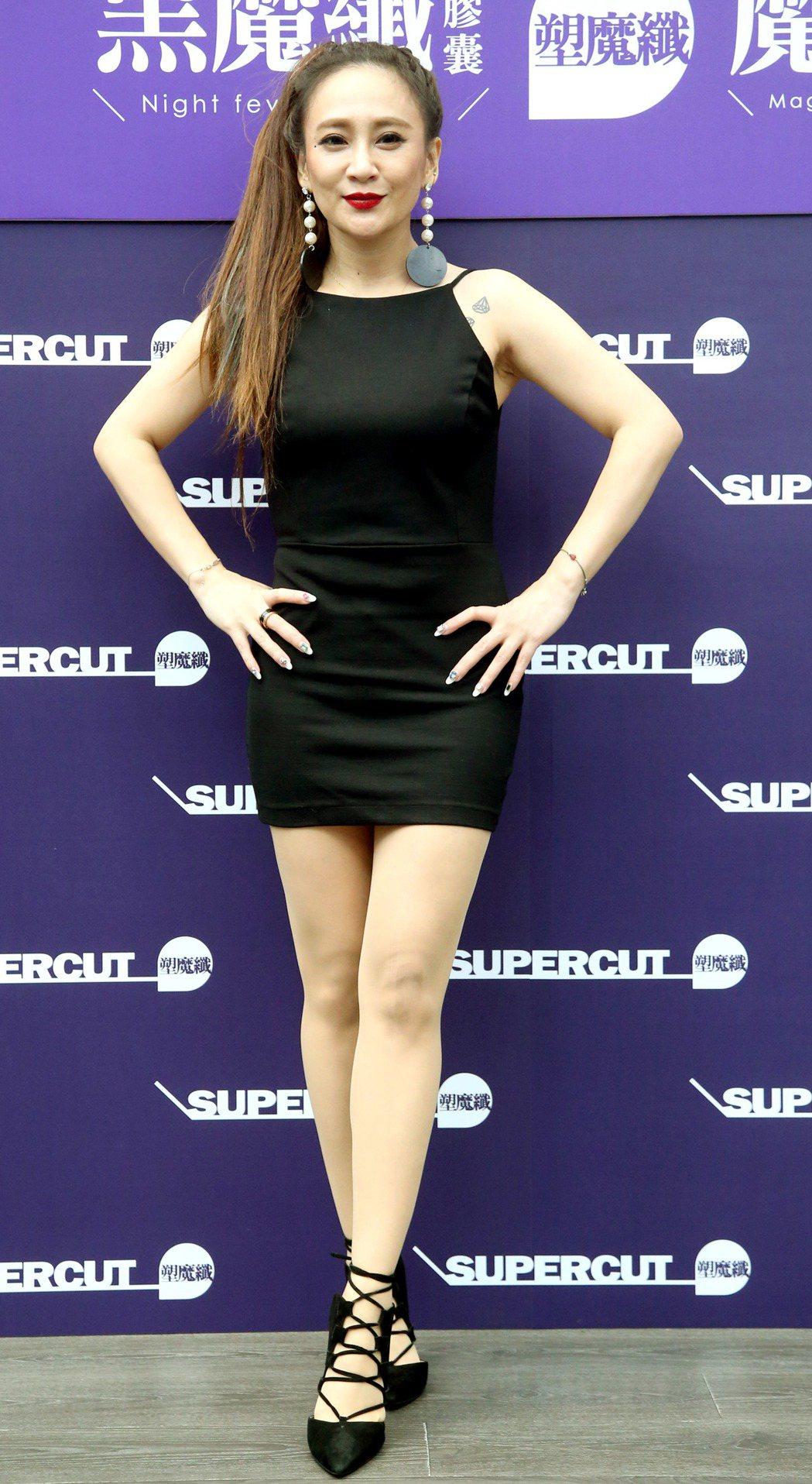 秀琴瘦身有成,代言記者會上秀身材。記者屠惠剛/攝影