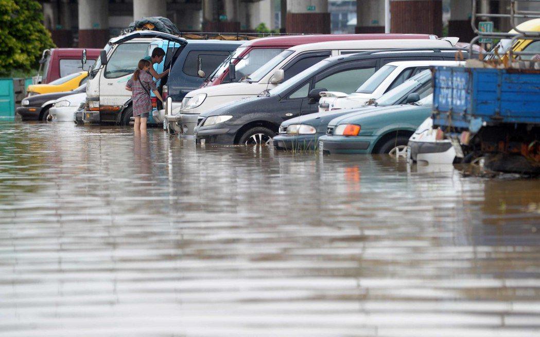 台灣天災多,產險業者建議加購「颱風洪水險」。  圖/本報系資料照