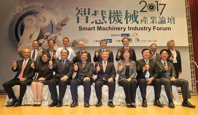 臺灣西門子總裁暨執行長Erdal Elver(前排左起)、日本三菱電機產業系統及...