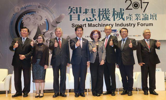 車王電子董事長蔡裕慶(左起)、日本三菱電機產業系統及能源事業體商業發展暨策略規劃...