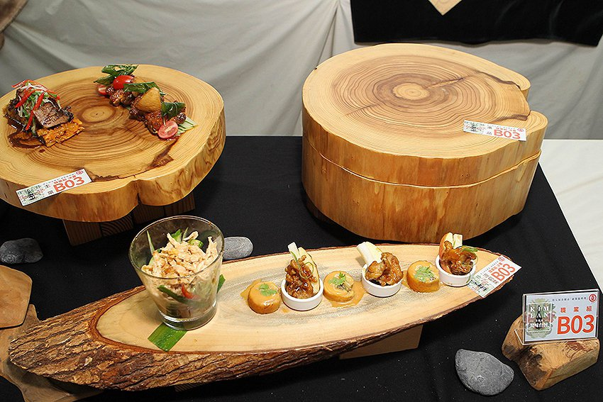 職業組選手顏立勳、涂宇宏端出台粵混搭新式料理獲得評審肯定。 金蘭食品/提供