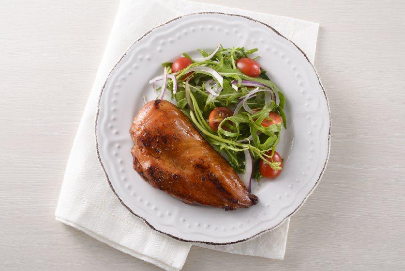 胡桃木香燻雞胸肉。