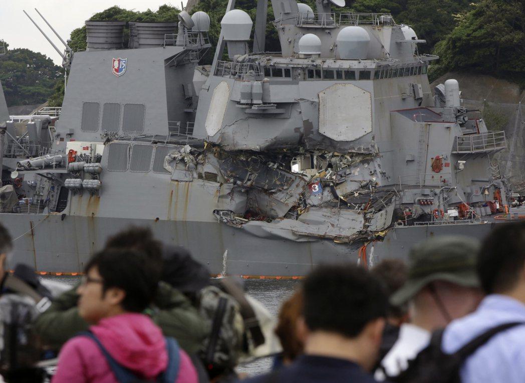 美驅逐艦費茲傑羅號17日凌晨與貨輪相撞,造成7名船上士兵失蹤,並已證實罹難。美聯...