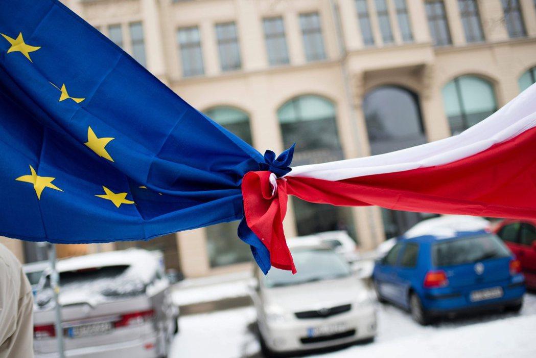 歐盟會不會針對波蘭對媒體自由、司法獨立、女性自主等等的侵害,做出更積極的回應呢?...