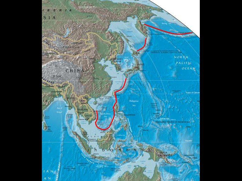 左側紅線標示出第一島鏈。 圖/維基共享