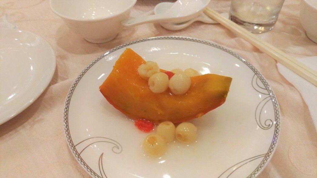 宜蘭縣政府特別與飯店業者打造樂齡風味餐,採用當季時蔬與新鮮漁獲,兼具營養與口感,...