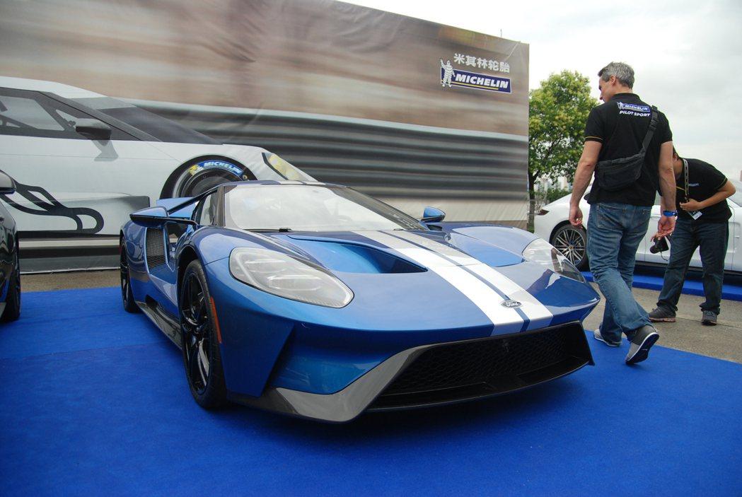 Ford GT 搭載 3.5 升 V6 雙渦輪增壓引擎,最大馬力為 647 匹/6250 rpm、76 公斤米/5900 rpm。 記者林鼎智/攝影