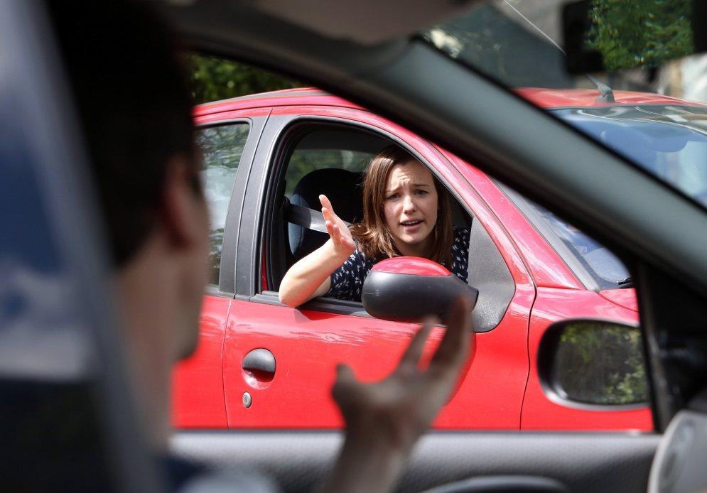 產險業者建議,新車上路,規劃車險時,不一定要對業務員推銷的全險套餐照單全收。 圖...
