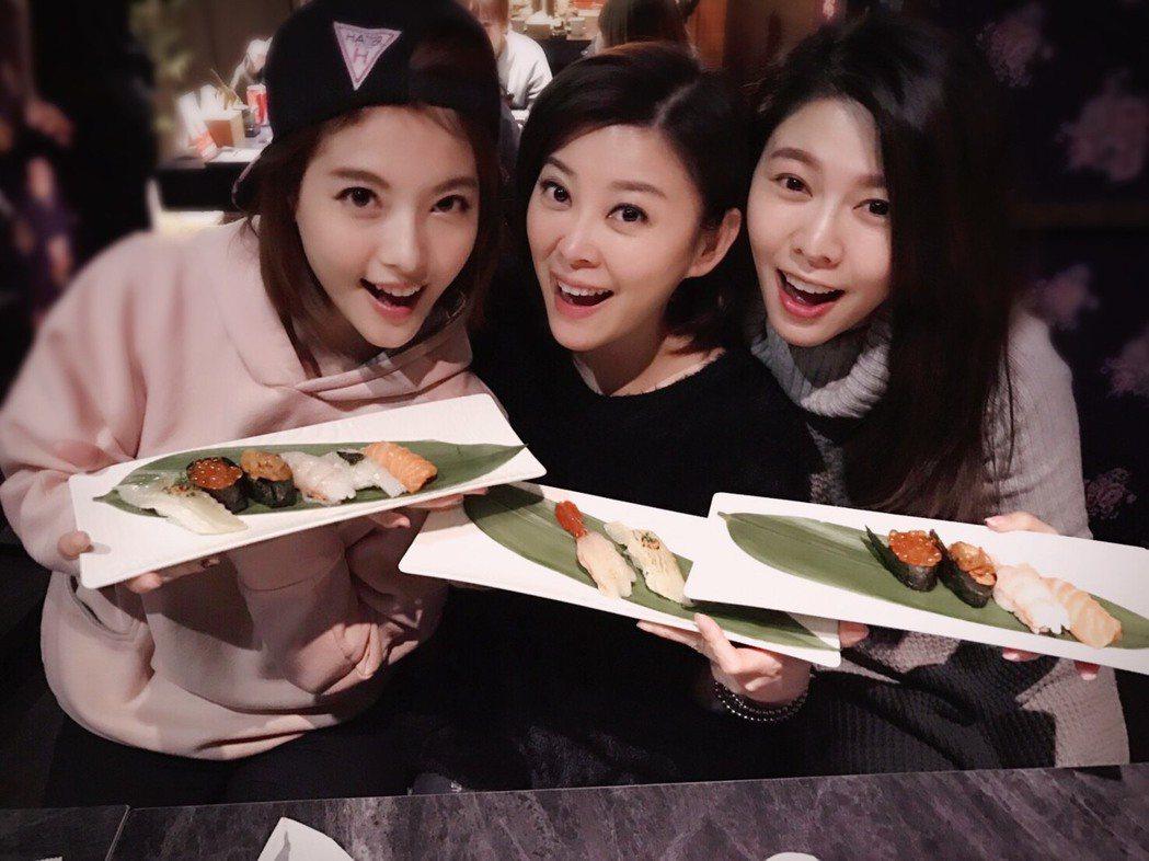 熱愛美食的白家綺,常和朋友共享美味 圖/台灣觀光協會 提供