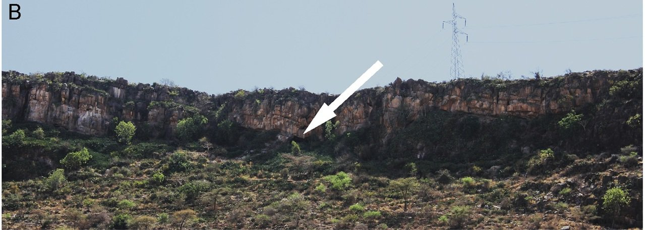 Porc-Epic洞穴位在峭壁底下不易被發現。