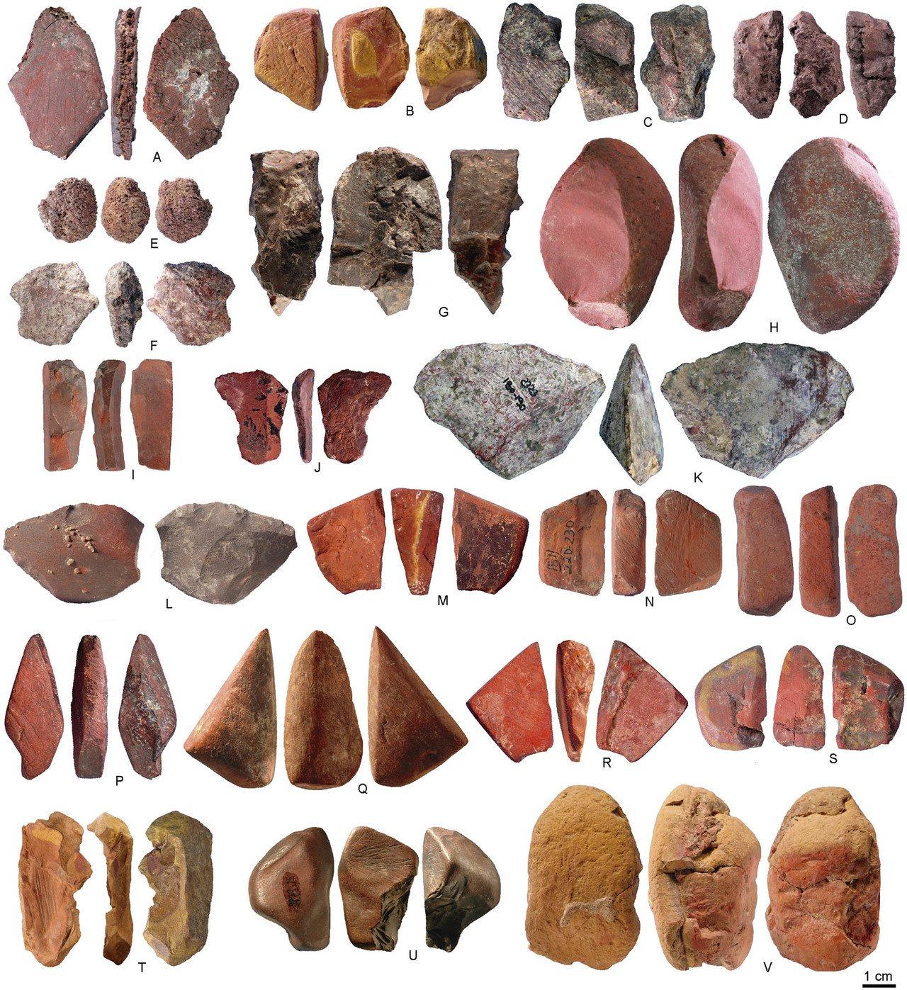 史前的居民用岩洞礦石磨製顏料。