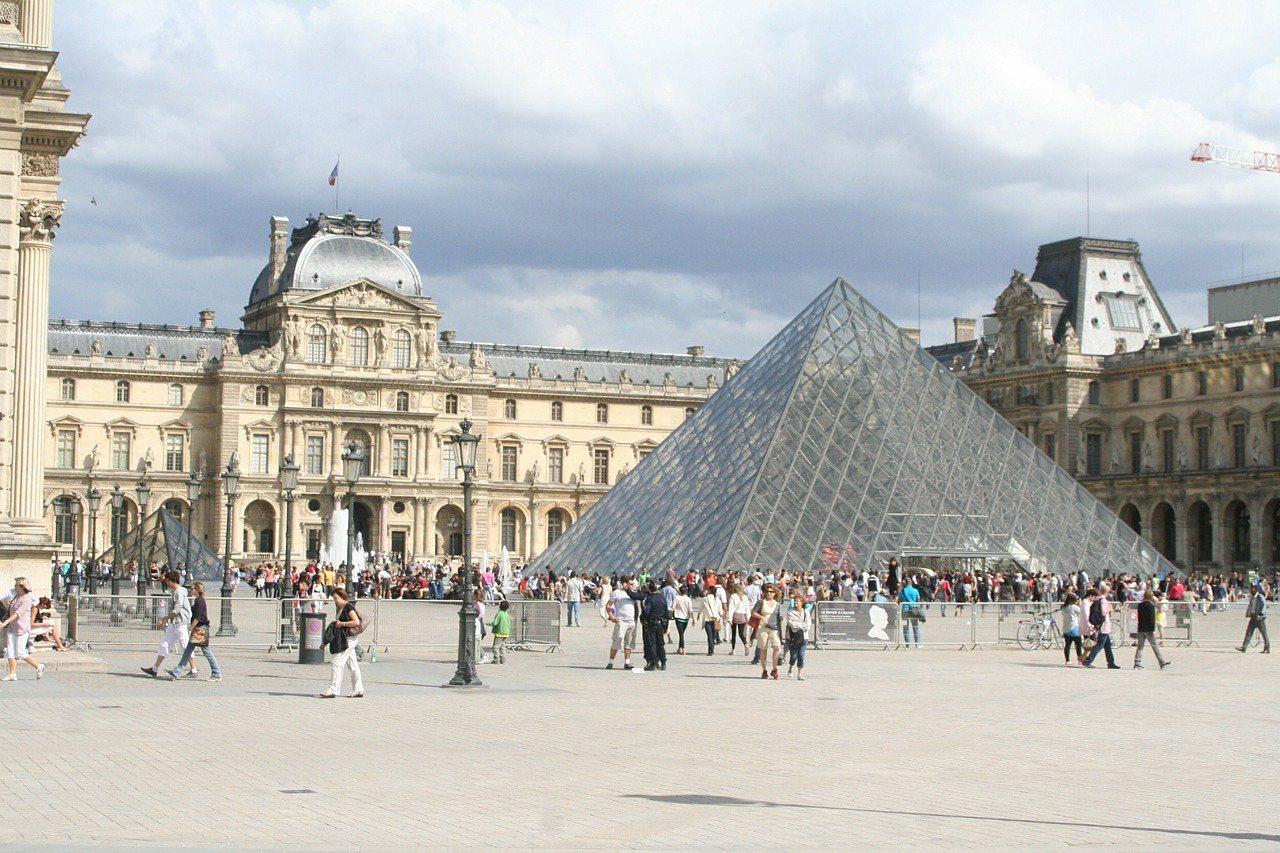 法國羅浮宮。圖/pixabay。