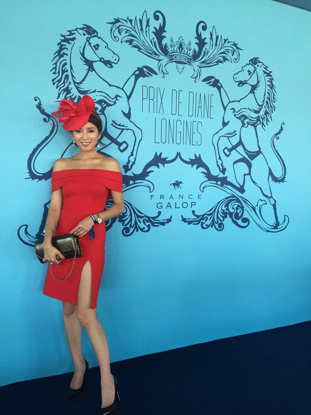 台灣部落客Nancy蔡佳容一身鮮紅與帽飾搭配十分搶眼。記者孫曼/攝影