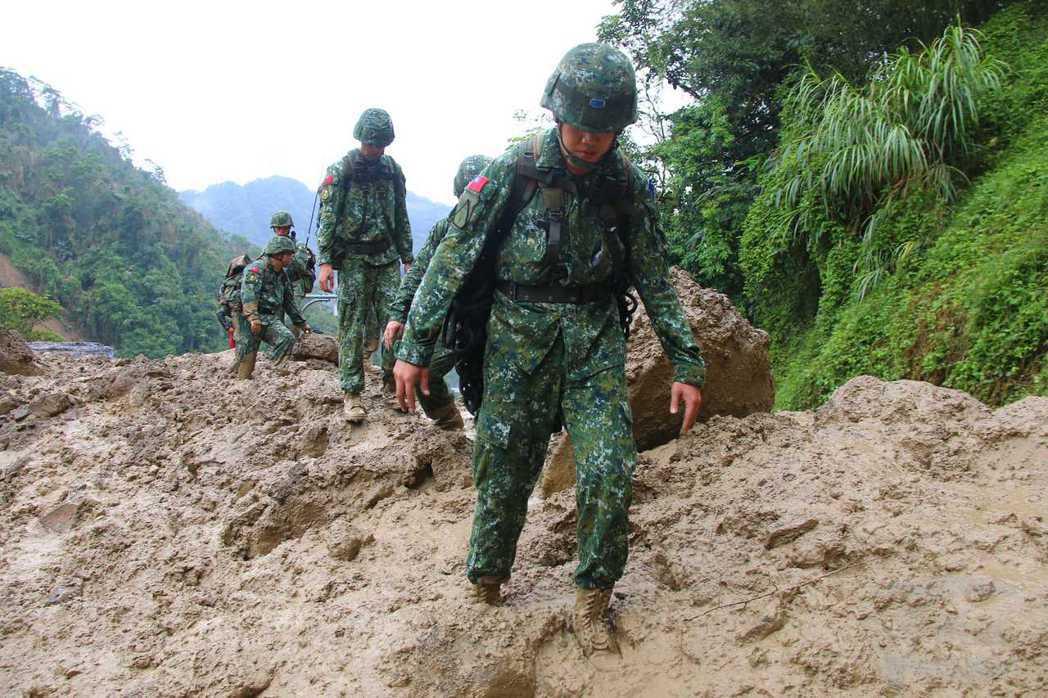 豪雨天災一來,國軍總是搶快奔上第一線救災。圖/軍聞社資料照。