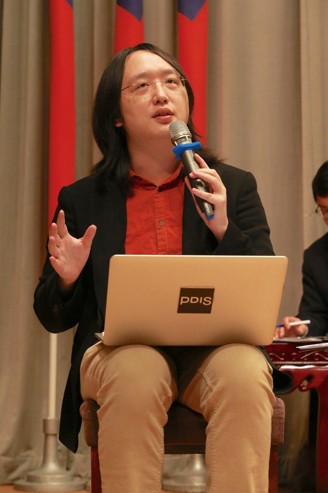 唐鳳日前指行政院導入寧靜科技是為收集更多人的意見帶動產業發展,「未來,將不再是少...