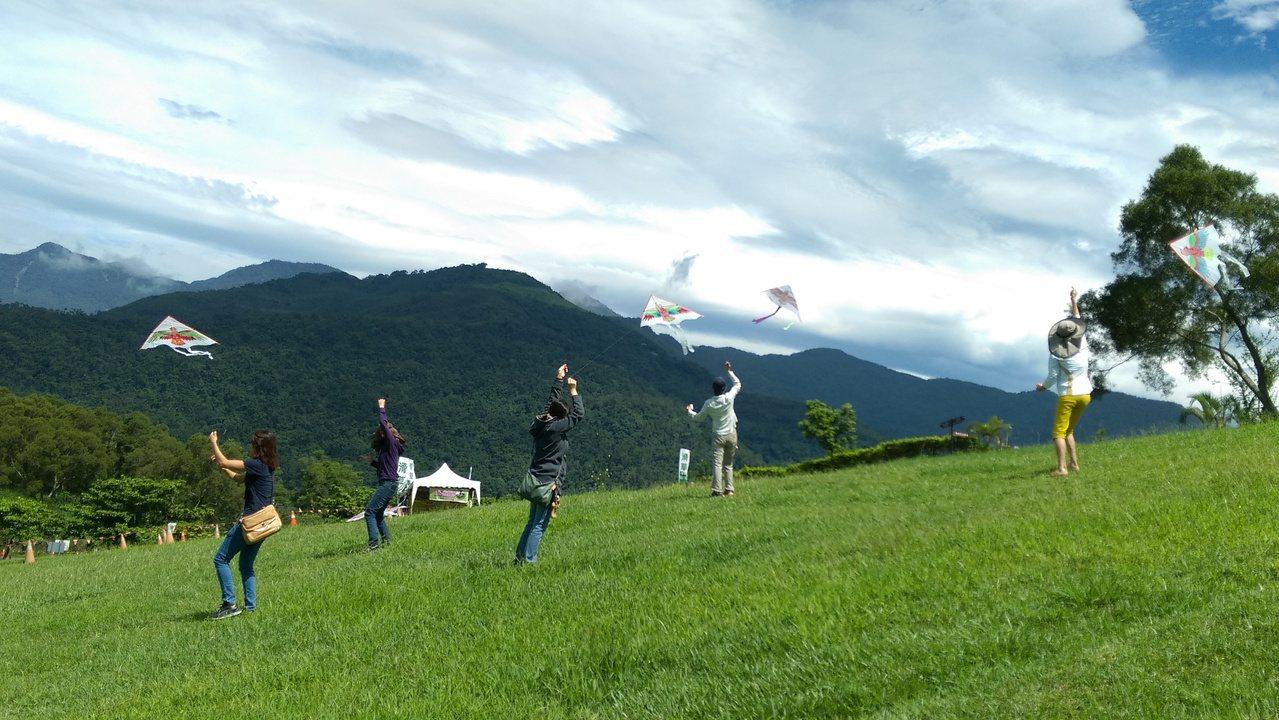 一日遊程中,將可在高台大草原放風箏。記者潘俊偉/攝影
