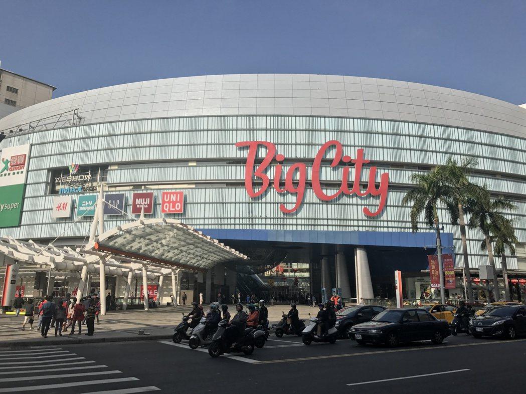 巨城購物中心年營收逾百億元,是科技人休閒購物的好去處。 業者/提供