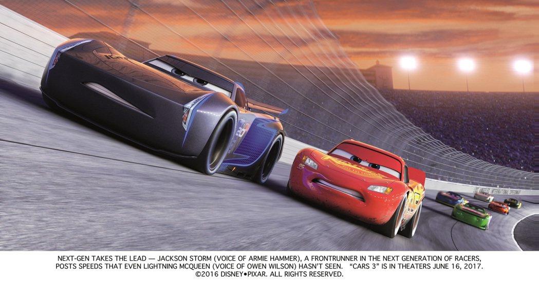 「Cars 3 閃電再起」將打造出更目眩神迷的賽車競技。圖/博偉提供