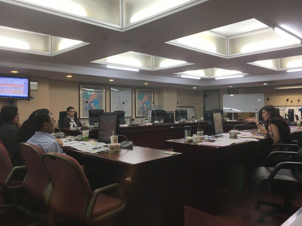 北市都發局今天赴市議會工務委員會進行專案報告。記者張世杰/攝影