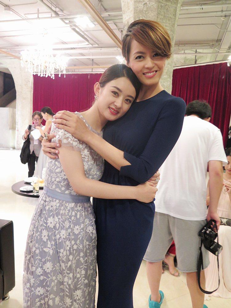 趙麗穎(左)與梁詠琪(右)為新片「西遊記女兒國」,共同出席上海電影節活動。圖/星...