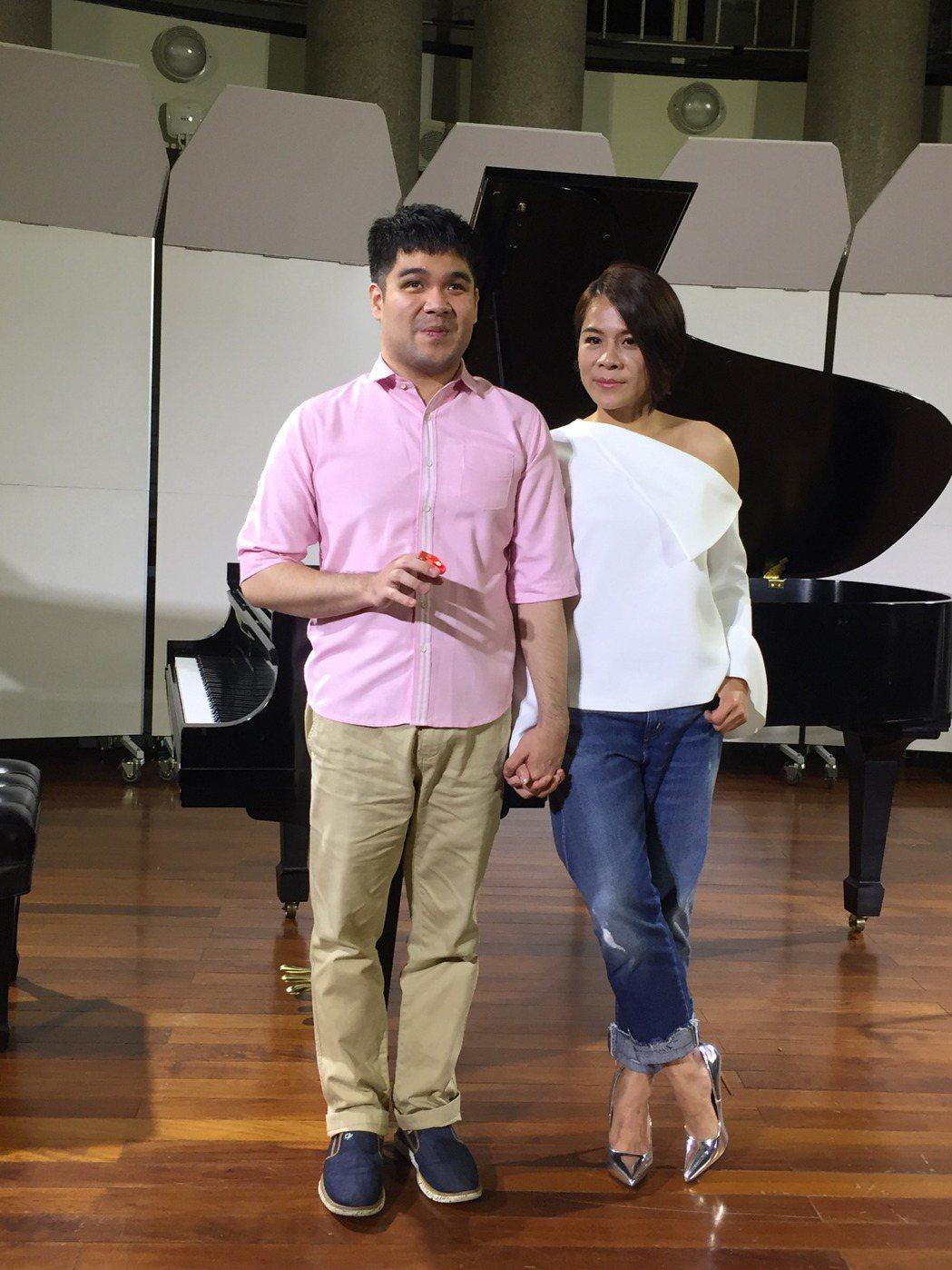 黃裕翔「裕翔的暗中做樂」慈善音樂會總彩,江美琪為他打氣。圖/有享影業提供