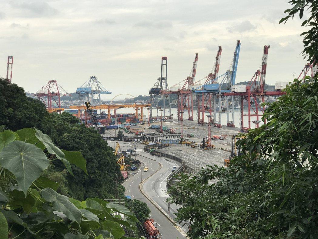 基隆港戰略經濟地位重要,二次大戰成了敵軍轟炸重點。記者吳淑君/攝影