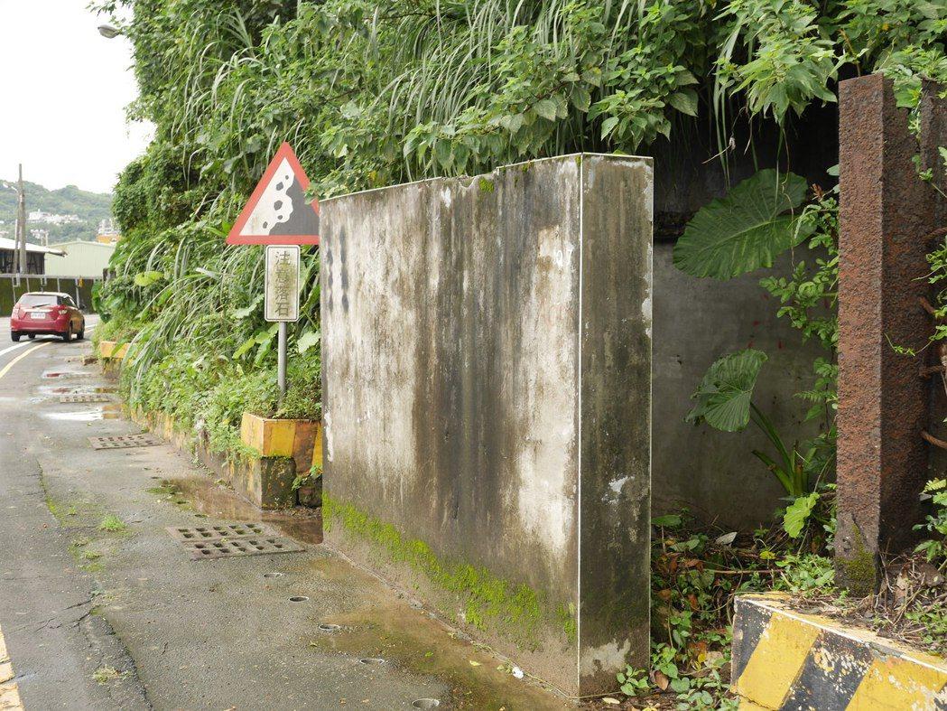 這不是擋土牆,裡頭是防空洞。記者吳淑君/攝影