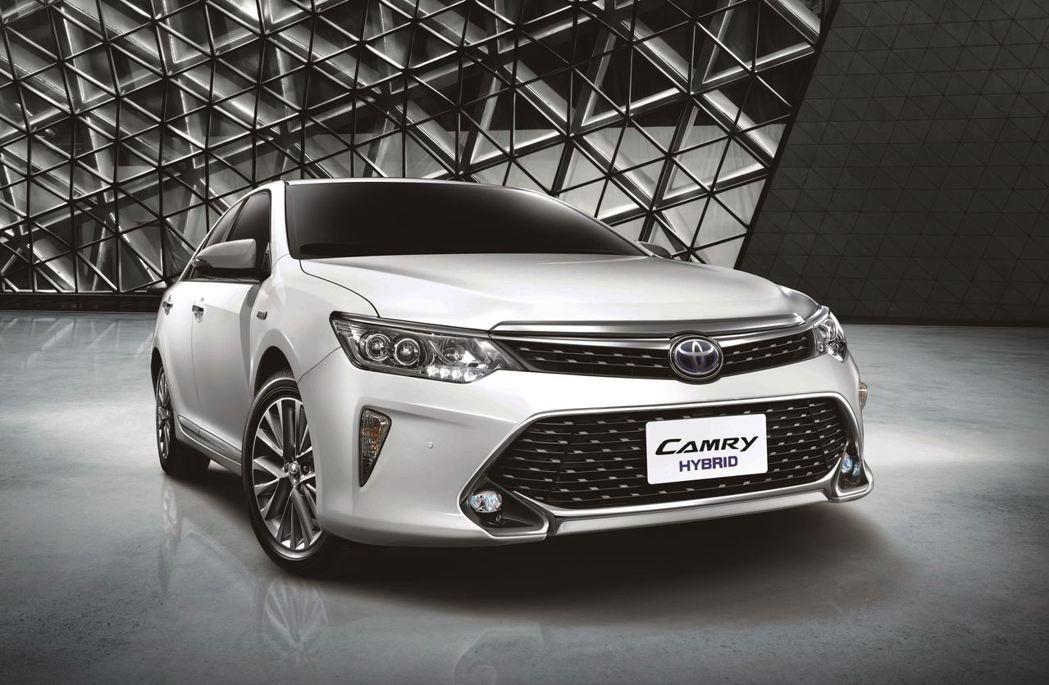 TOYOTA Camry Hybrid是國產唯一油電中大型房車。圖/和泰汽車提供