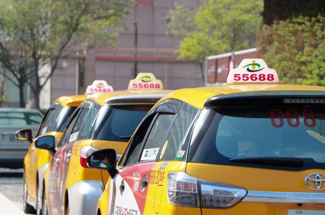 台灣大車隊與宏碁合作的智慧載客推薦平台預計下半年上線啟動,將有助降低空車率且提高...