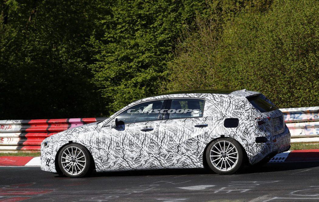 新款Mercedes-Benz A-Class在紐柏林測試時被拍到。圖/摘自carscoops.com