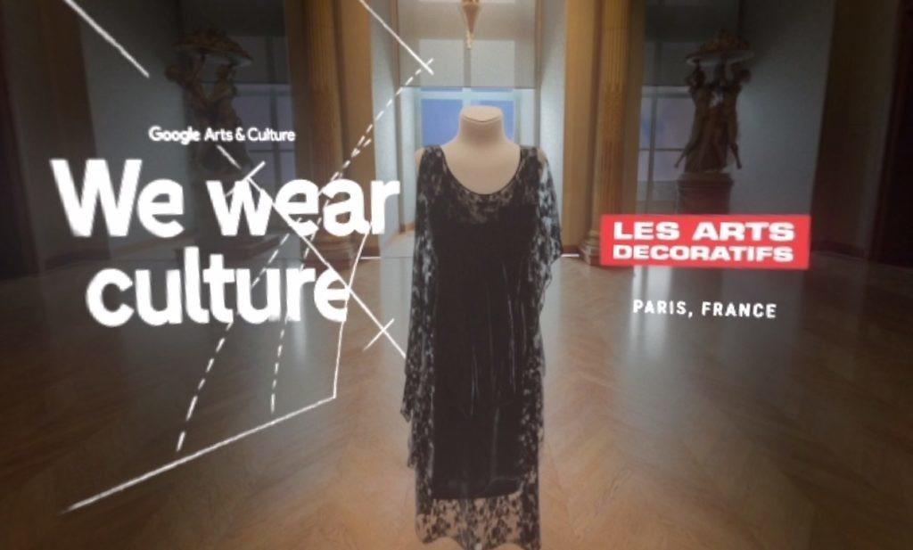Chanel 跟羅浮宮合作,透過 VR 介紹 Coco Chanel 怎把黑色服...