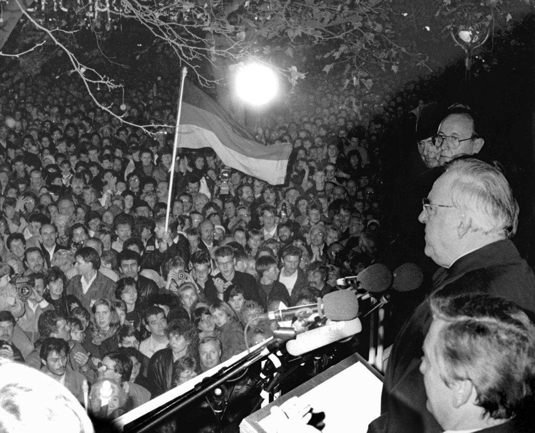 真正製造兩德統一機會的,並不是科爾,也不是西德人民,而是參加東德「和平革命」的幾...