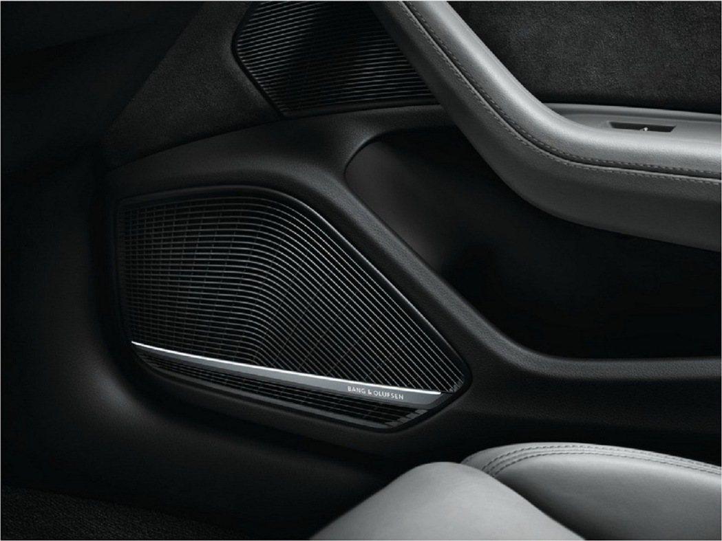 全新年式A4/A4 Avant可選配高階的B&O 3D音響系統,搭載最新Fraunhofer Symphoria 進的分音技術,搭配19支高傳真喇叭,再加上總輸出功率達755W的16聲道擴大器創造宛如身歷其境的聆聽品質。 圖/台灣奧迪提供
