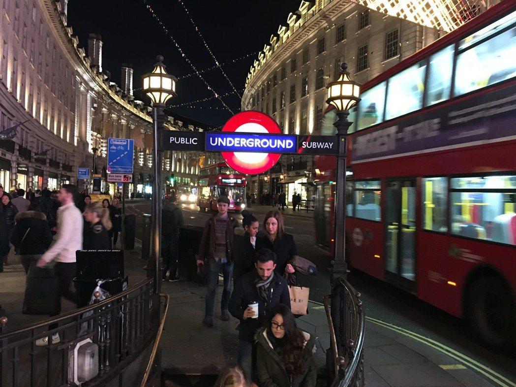 倫敦的公車與地鐵皆有「圓形標記」(Roundel)可資辨認。 圖/chillil...