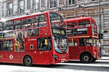 倫敦公車雖皆為民營,但在政府的要求下一致漆為紅色。 圖/Dun.can(CC BY 2.0)