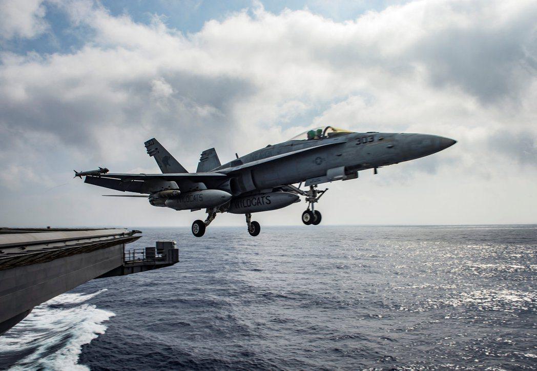 美軍的F/A-18E超級大黃蜂戰機18日在敘利亞上空擊落一架敘利亞政府軍戰機。 ...