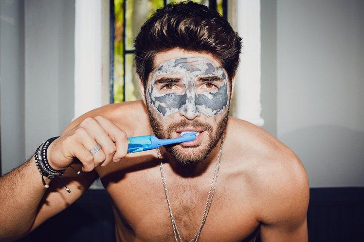 當家新一代男神帥氣上鏡的祕訣就靠「毛孔緊緻礦泥面膜」。圖/GLAMGLOW提供