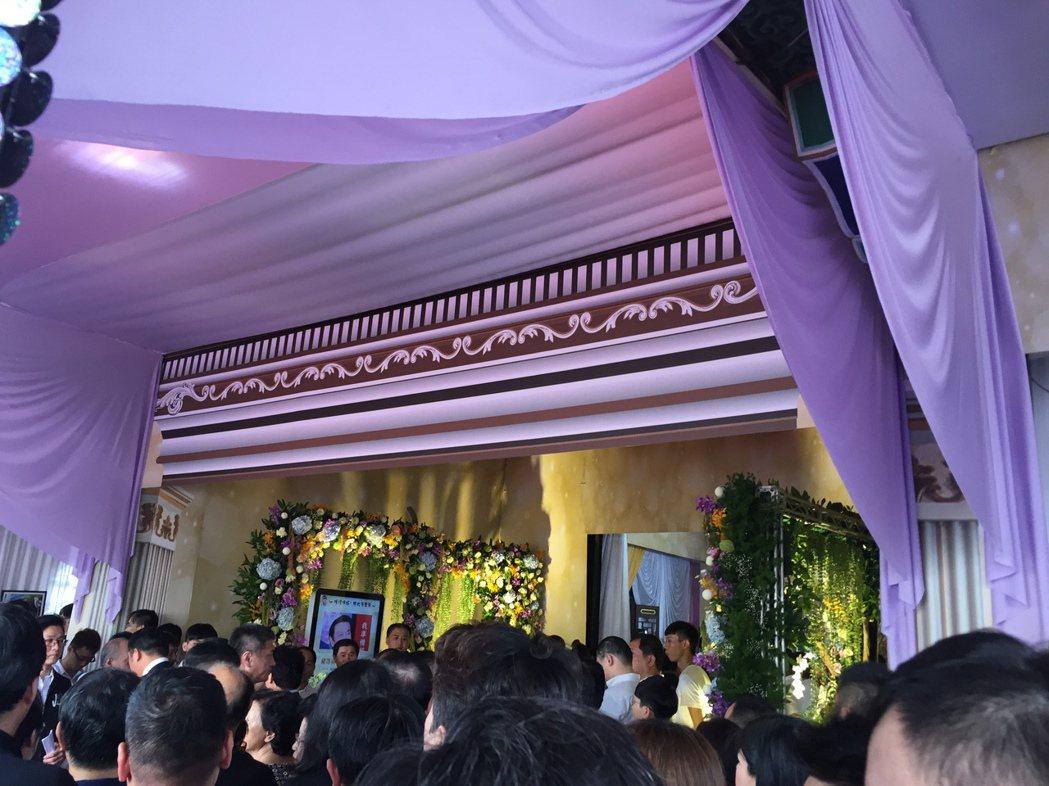 豬哥亮今日舉辦告別式,「大釣哥」發行公司共11人出席。記者陳建嘉攝