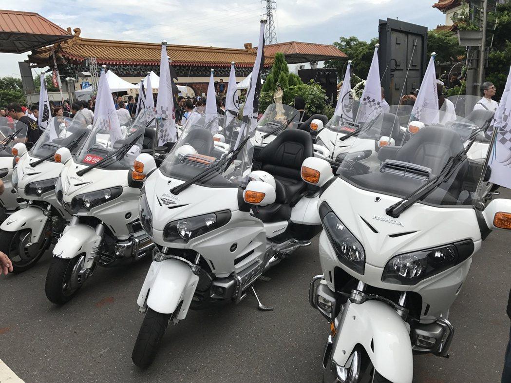 21世紀車隊騎著本田gl1800到場。記者江孟謙/攝影