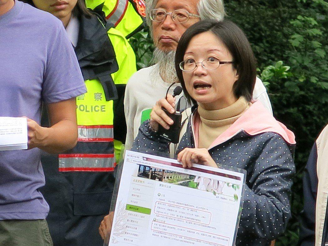 台灣實驗林順利完成拆除溪頭莊家所占用的公共設施用地,莊家女兒莊玄如聲聲控訴。記者...