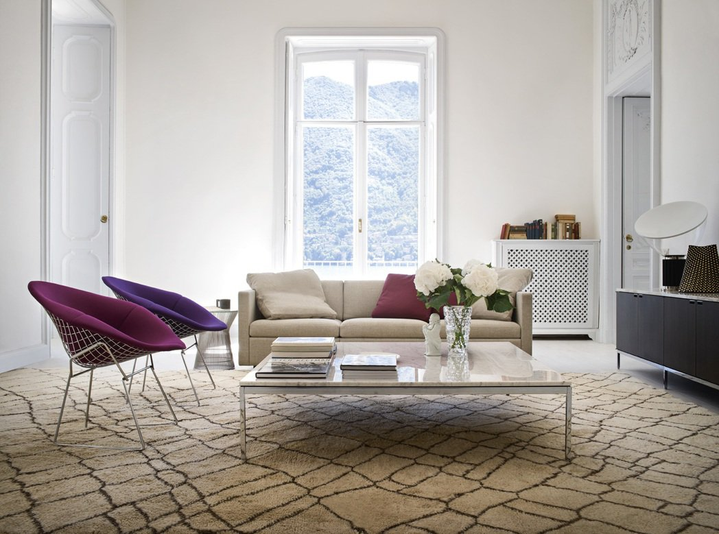 Knoll Diamond chair 鑽石椅(左)。圖/忠泰生活開發提供