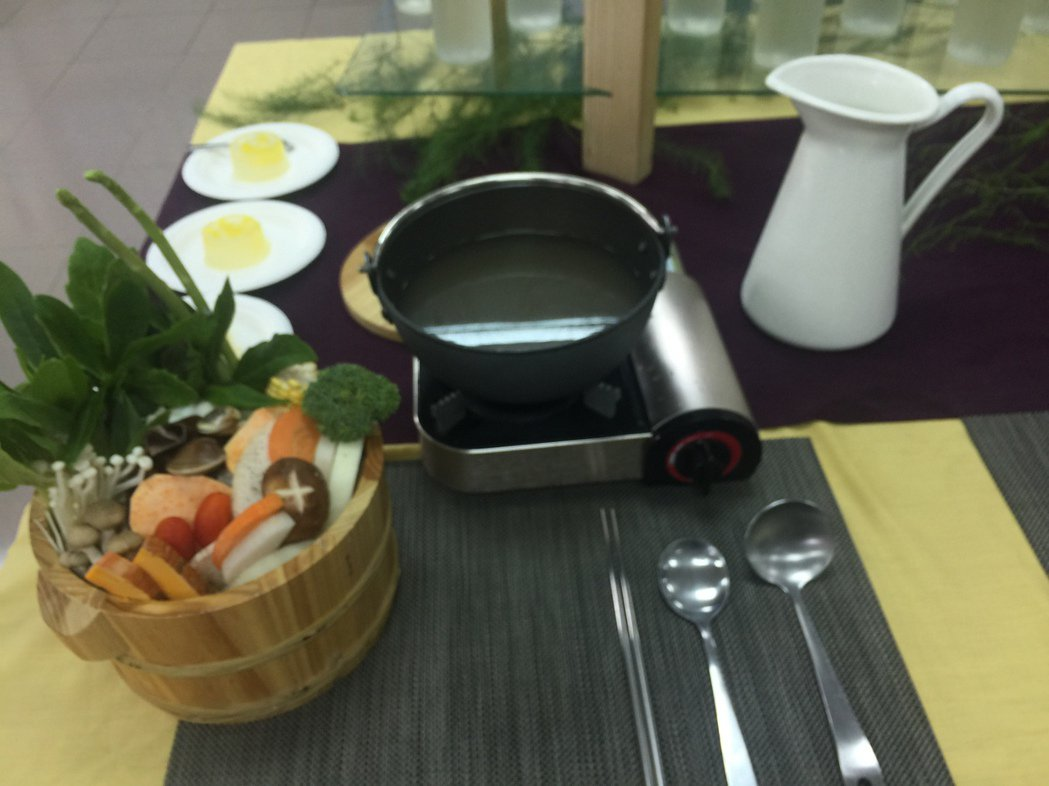 將軍區農會還有蘆筍湯底的火鍋。記者吳政修/攝影