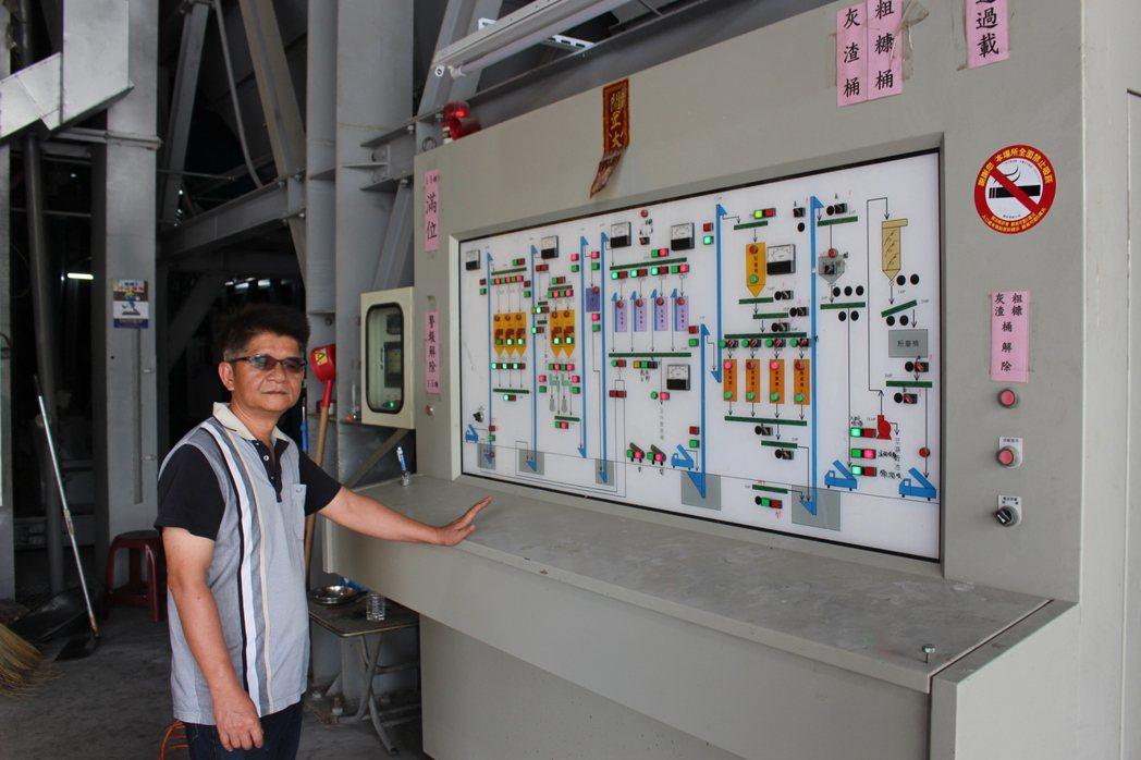 農忙期碰到一例一休,雲林縣東遠碾米廠老闆李元豪這兩天「老闆兼撞鐘」,半夜顧烘乾機...