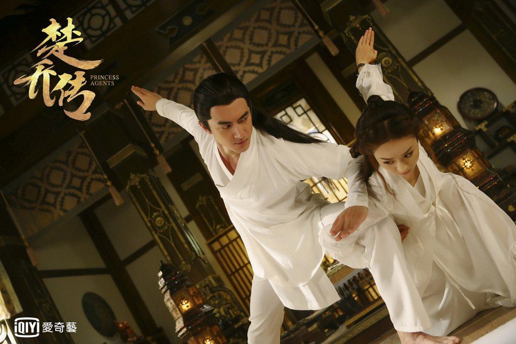 趙麗穎(右)與林更新在「楚喬傳」中感情戲與打戲都多。圖/愛奇藝台灣站提供
