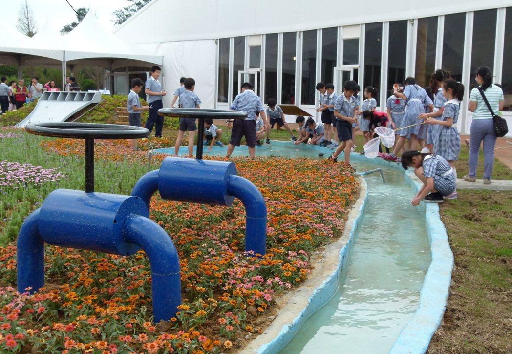 教育也是整治河川的方法之一,圖為今年農博試營運,會場規畫河川生態教育展館。本報資...