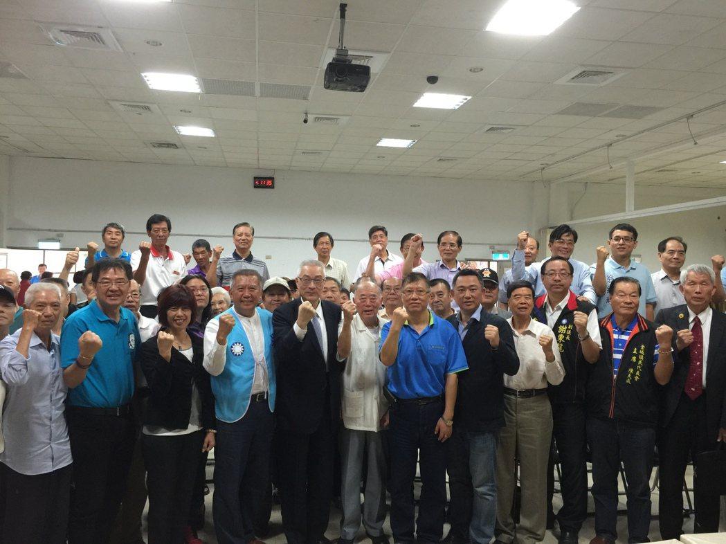 國民黨主席當選人吳敦義今天走訪金門展開謝票之旅,受到黨員同志熱烈歡迎。記者蔡家蓁...