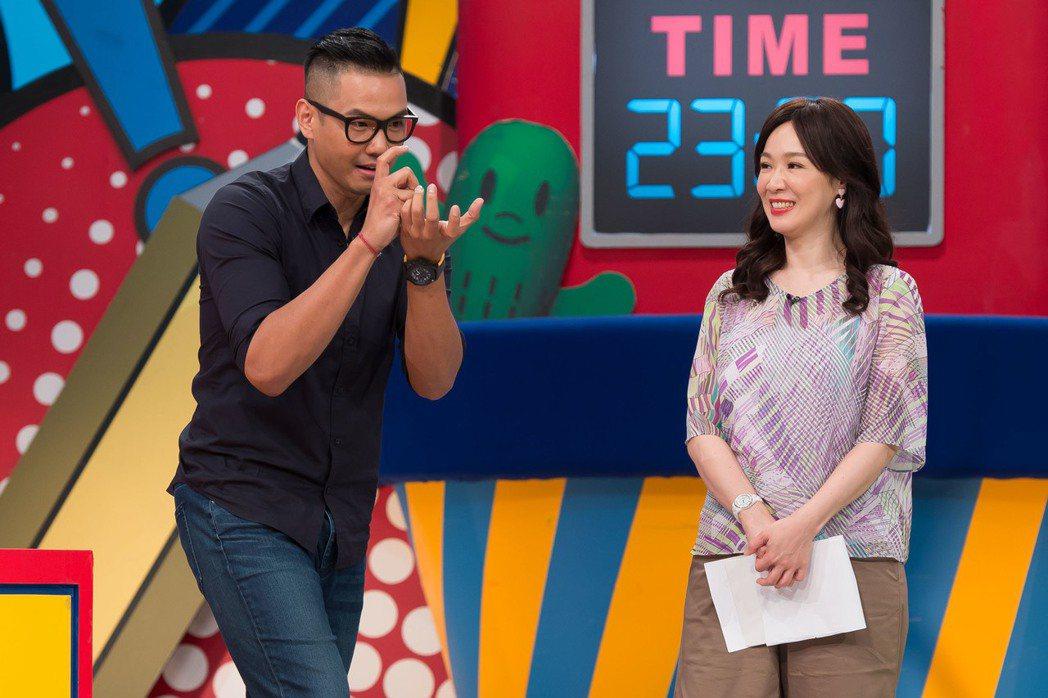 徐薇(右)曾報考過新聞主播。圖/TVBS提供