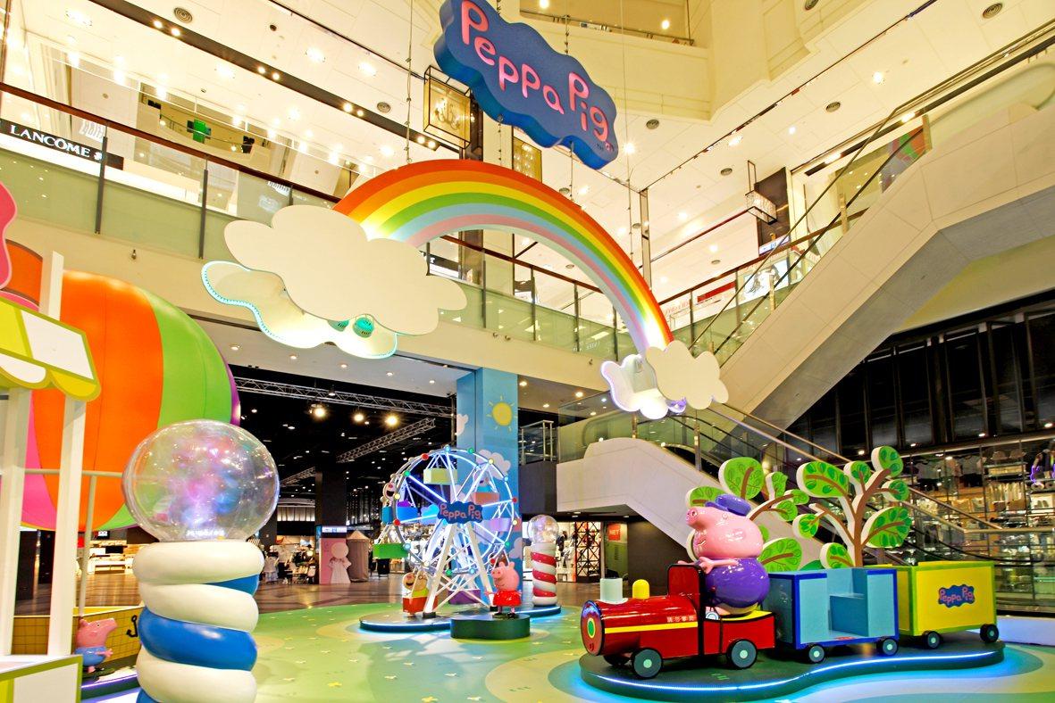 「粉紅豬小妹的夏日樂園」大型主題裝置展。圖/台茂購物中心提供